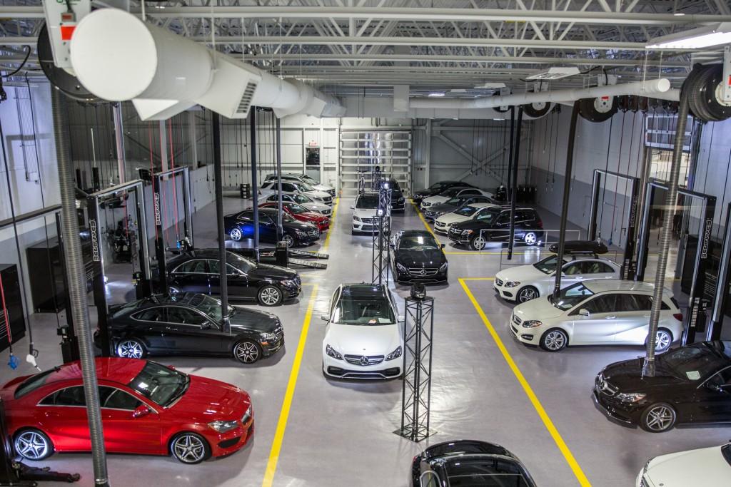 Mercedes benz montr al est 25 millions plus tard automedia for Mercedes benz montreal