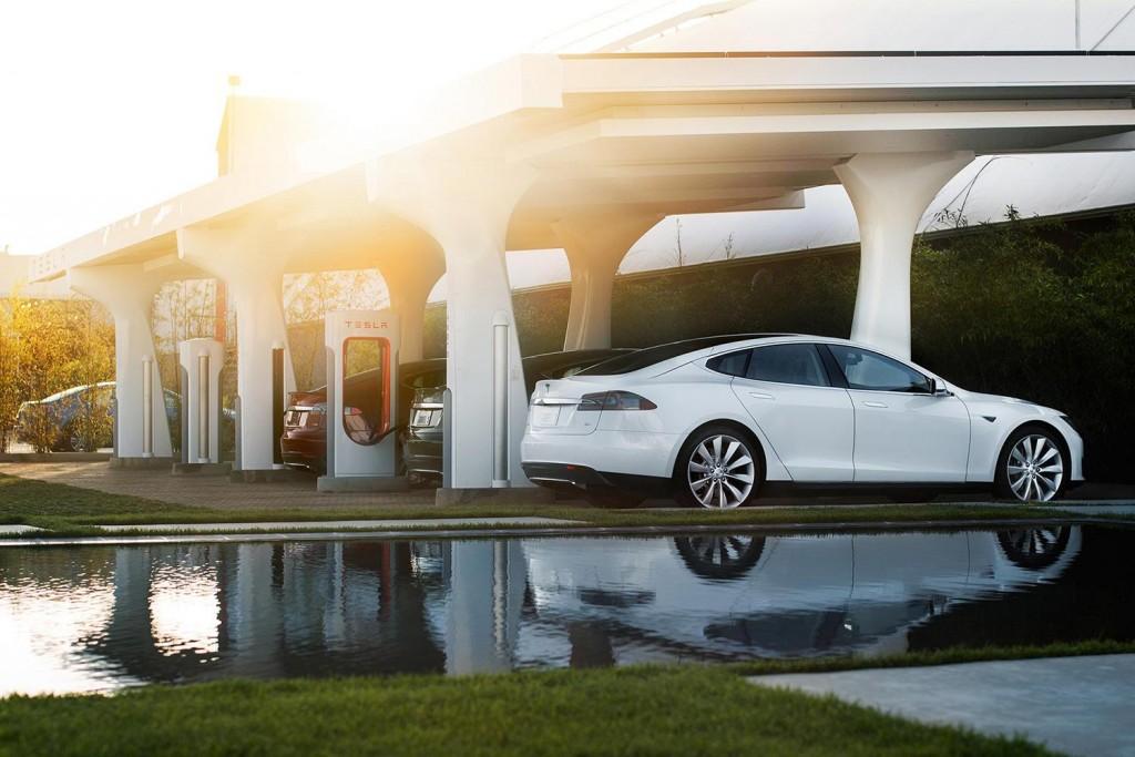 Tesla, Voiture électrique