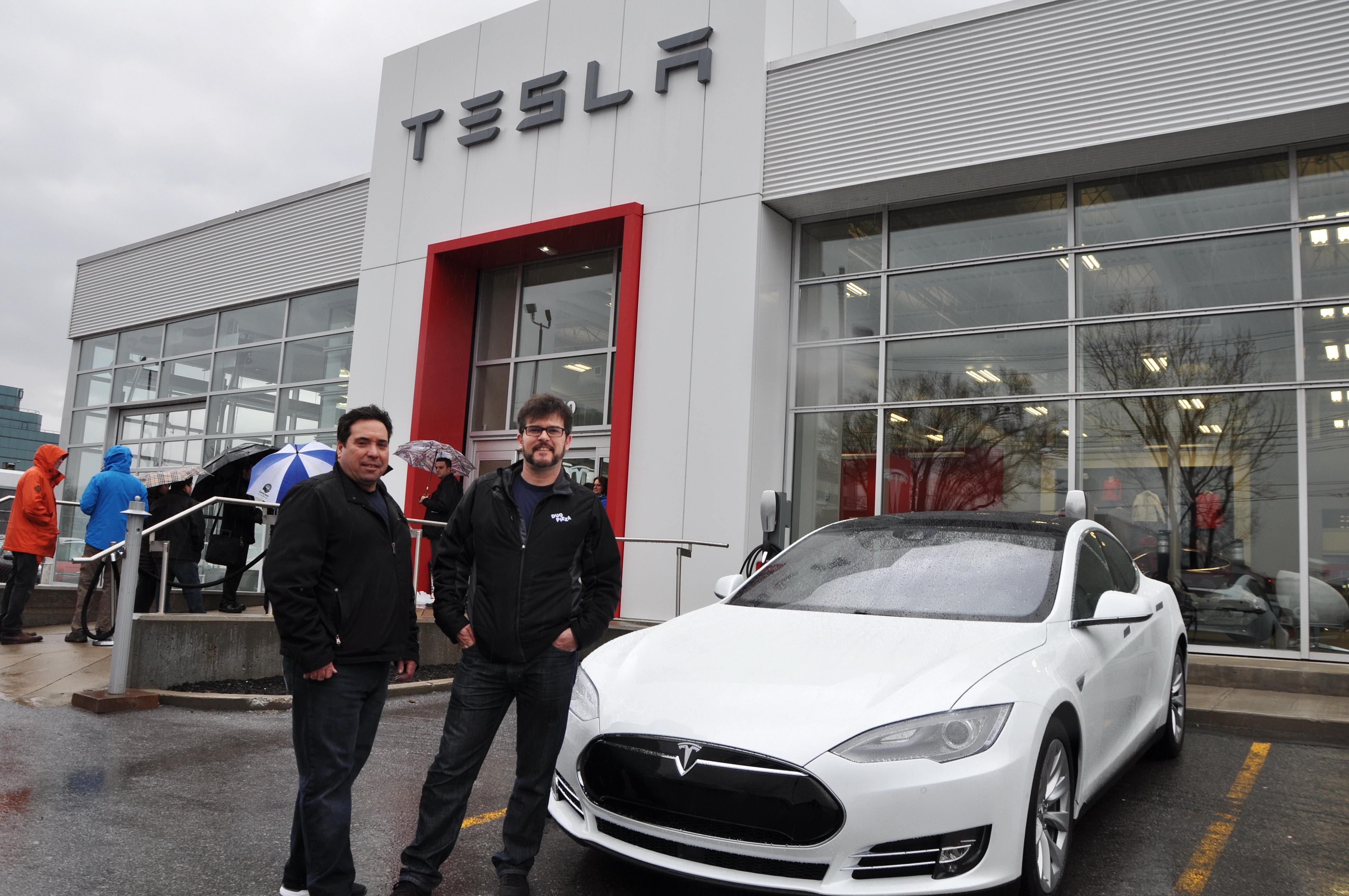 Robert DaPonte et Serge Batista, deux collègues de la rive sud de Montréal ont commandé chacun leur Model 3.