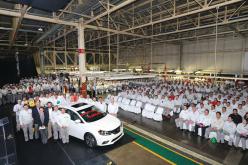 Nissan St-Georges et le 5 millionième véhicule Nissan construit en Amérique du Nord.