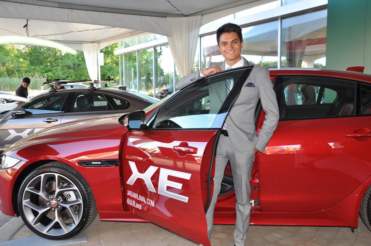 Villio R. De Cubellis, responsable des médias sociaux chez Jaguar Land Rover Laval et fils de Nino, représente bien la nouvelle génération à séduire avec la nouvelle Jaguar XE.