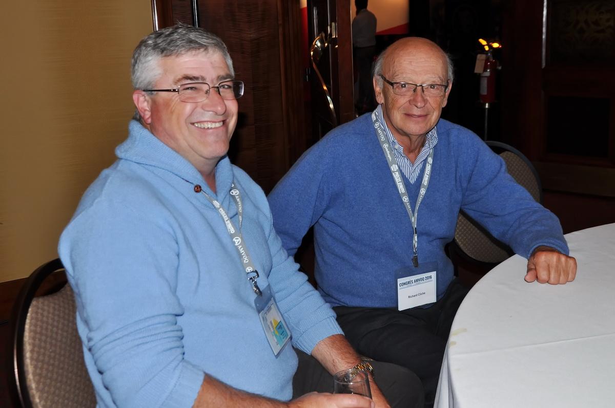 Michel Viau, propriétaire d'Auto Absolue lors du lunch de samedi en compagnie de Richard Cliche.