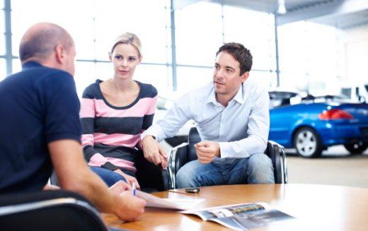 Les ventes automobiles canadiennes sont paralysées par la peur de négocier, selon une étude