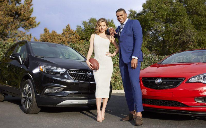 Buick dévoile sa publicité du Super Bowl 2017 avec Cam Newton et Miranda Kerr