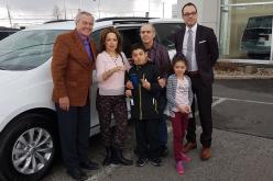 Le SIAM fait des heureux: M. Nacer Zenia est le gagnant de la Chrysler Pacifica Touring L offerte par le salon