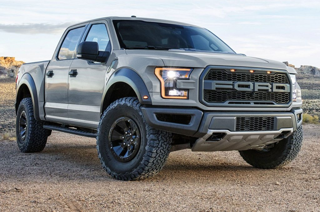 2017-ford-f-150-raptor-supercrew-front-side-view