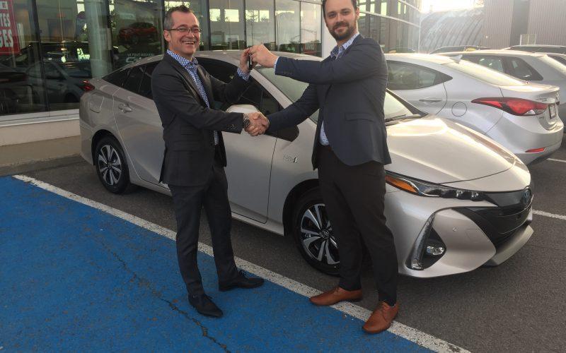 Lévis Toyota vend la première Prius Prime du Canada