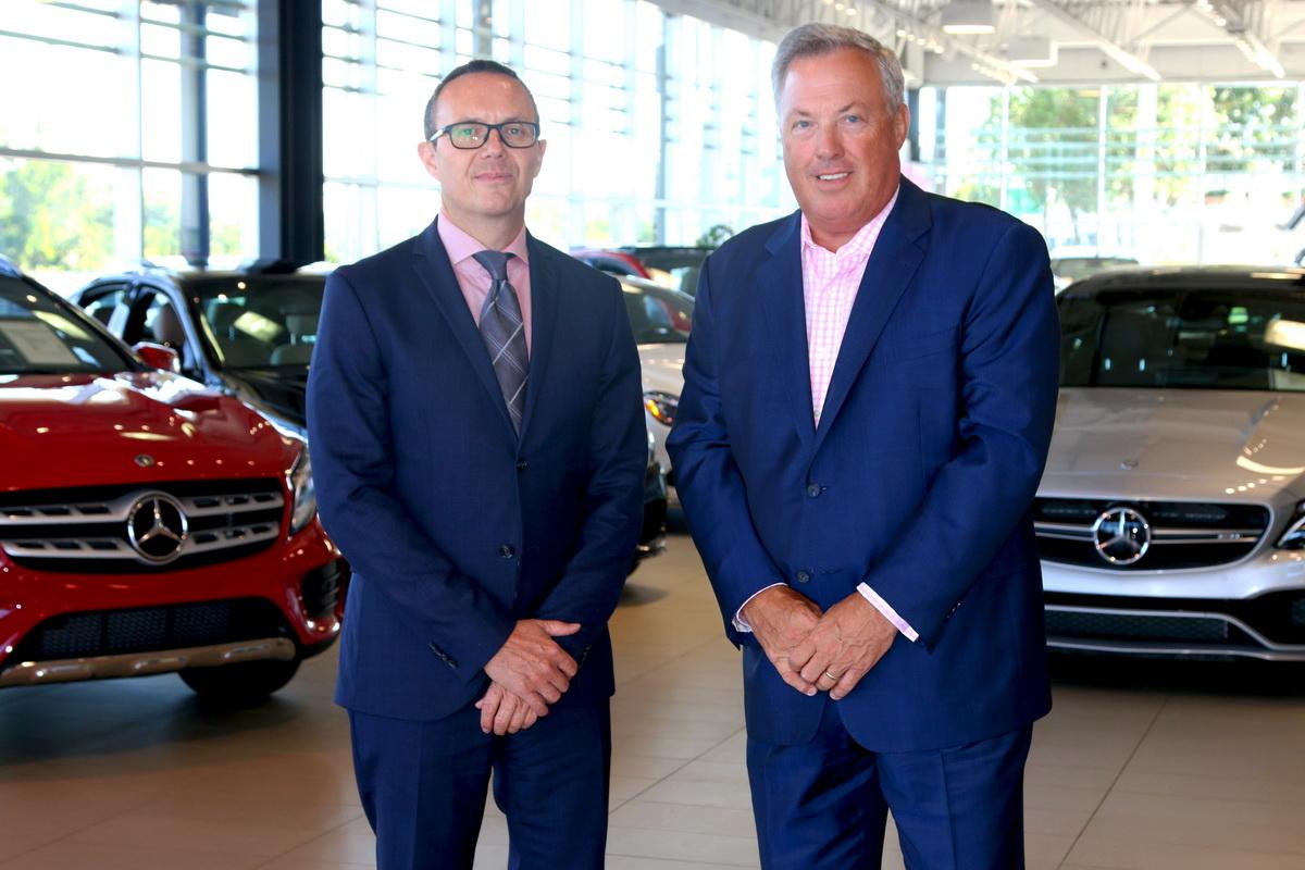 Tommy Caron maintenant vice-président directeur général de Mercedes-Benz de Québec et Norman Hébert jr., président et chef de la direction Groupe Park Avenue.