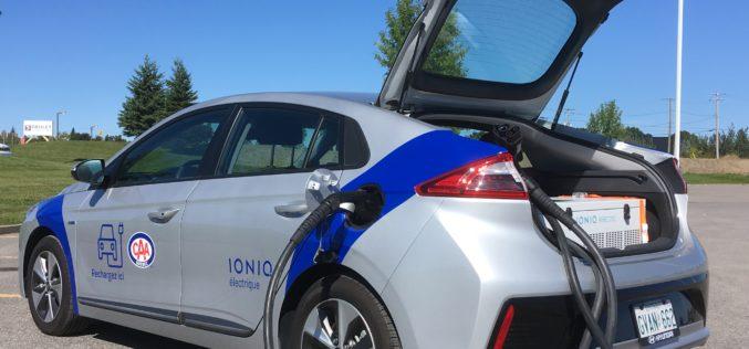 CAA-Québec lance un service de rechage d'urgence pour les véhicules électriques