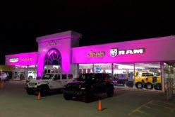 Une façade tout en rose pour Capitale Chrysler