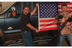 Une Bible, un drapeau et une carabine à l'achat d'un véhicule neuf ou usagé