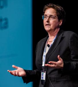Mme Teresa Scassa, membre de la Chaire de recherche du Canada en politiques et droit de l'information, par ailleurs professeure à la Faculté de droit de l'Université d'Ottawa.