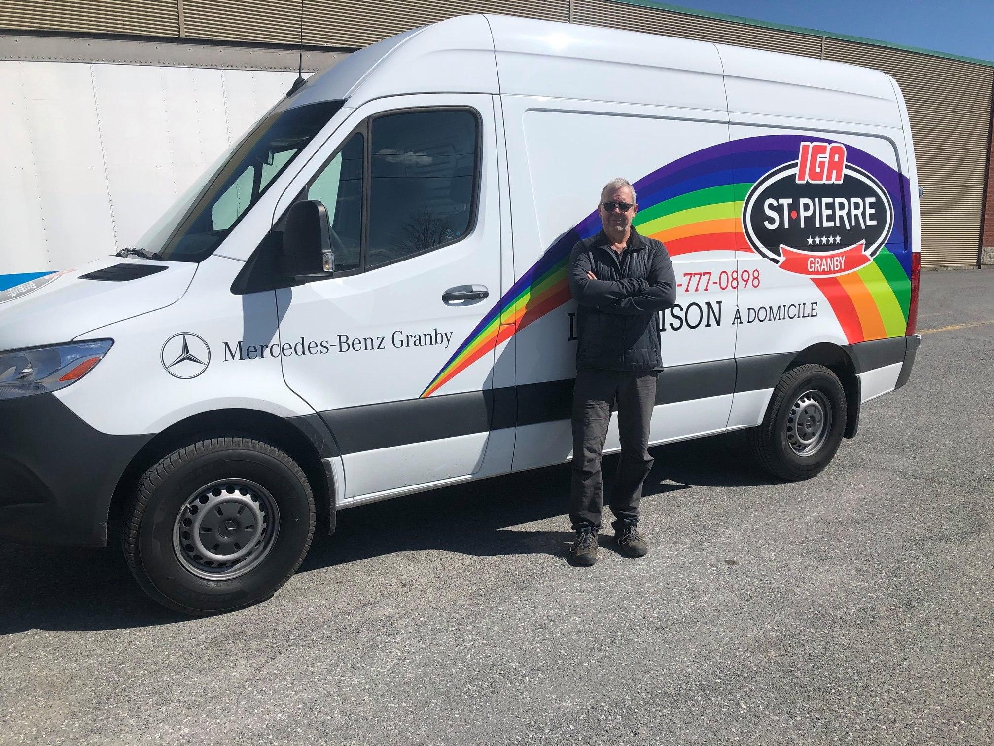Mercedes-Benz Granby a prêté à IGA St-Pierre un Sprinter et un Metris