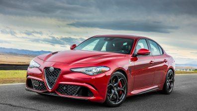 2017-Alfa-Romeo-Giulia-Quadrifoglio-front-three-quarter