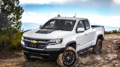 2017-Chevrolet-Colorado-ZR2-front-three-quarter-in-motion
