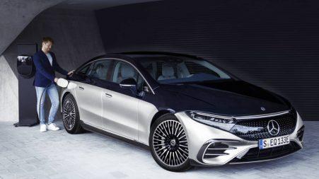 La Mercedes-Benz EQS 580 4Matic 2022 en recharge.