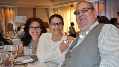 Marie-France Tremblay, conseillère principale communications et marketing Groupe PPP avec le couple Ghislaine Benoit et Daniel Lafrance.